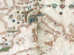"""Ausschnitt aus dem Portolan von Albino de Canepa 1489. Portolane sind """"Hafenbücher"""" mit Karten und nautischen Informationen."""